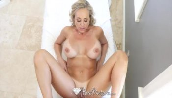 Eurobabe exposed her big tits for cash