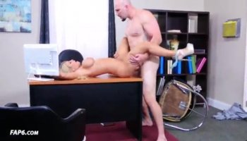 Amateur woman with glasses screwed by pawn dude