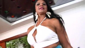 Romantic Cindy Starfall likes his lolly.